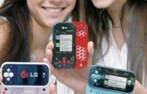 La juventud mundial se esta inclinando por adquirir celulares con pantalla táctil