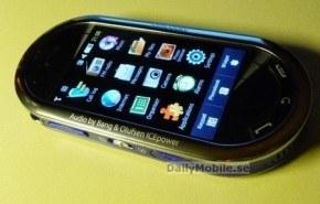 Samsung M7600, con pantalla táctil de 2.8 pulgadas