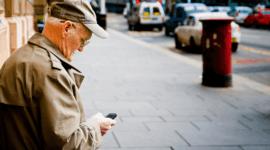 Los mejores móviles para personas mayores que son fáciles de usar