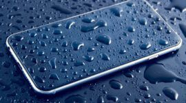 Qué hacer si tu móvil cae al agua: 10 ideas para arreglar el móvil
