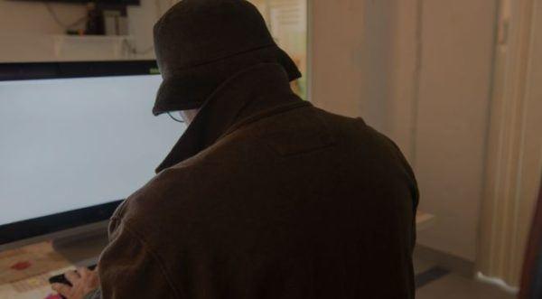 peligros-de-internet-hombre-misterioso-frente-a-pc